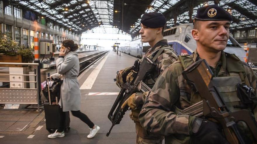 Francia movilizará a 91.000 efectivos de los cuerpos de seguridad en Navidad