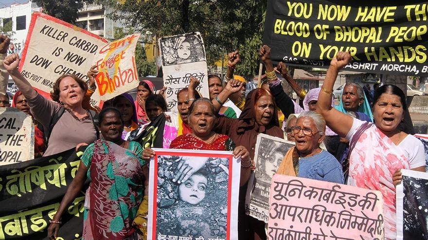 Cientos de personas reclaman justicia en la ciudad india de Bhopal. (Foto: Brissón Reyes).