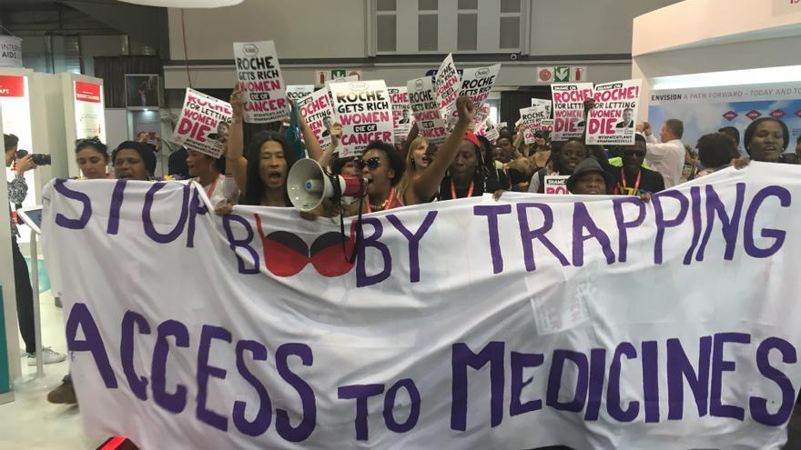 Manifestación para pedir justicia para Tobeka Daki.   Salud por Derecho