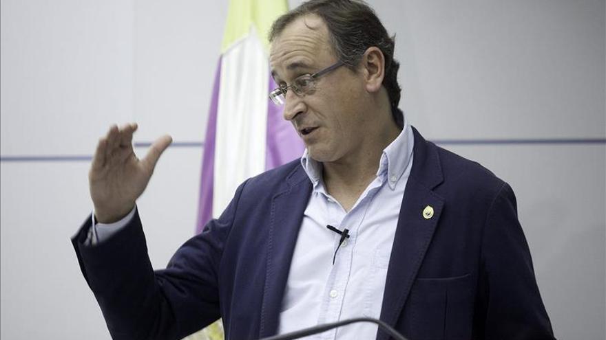 "Alonso ve ""irresponsable"" abrir debate ""oportunista"" sobre la ley de muerte digna"