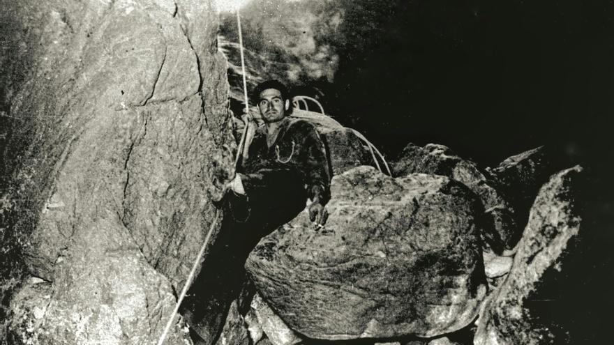 Primera exploración de la Sima de Villaluenga.