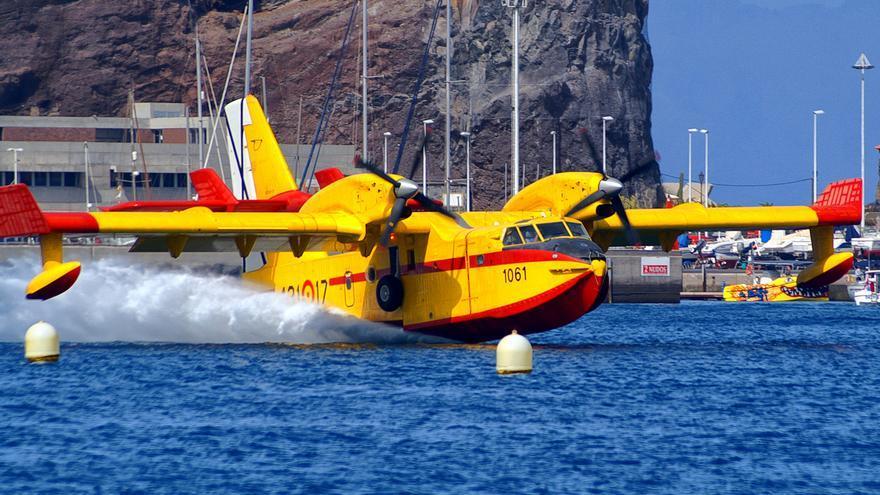 Hidroavión repostando en el puerto de San Sebastián / Foto: Bertus Dronkers