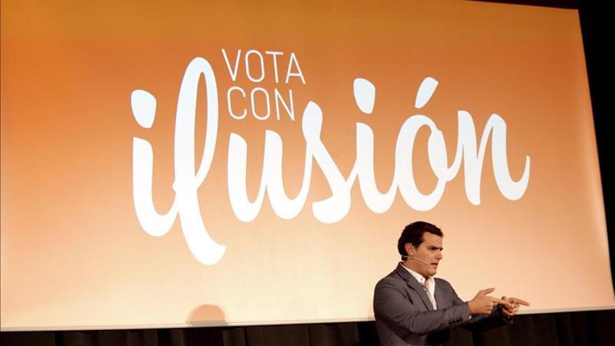 """Rivera se pregunta si Rajoy habla de """"España en serio"""" ante la corrupción"""