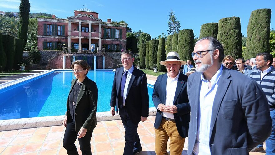 La consellera de Agricultura, Elena Cebrián, y el presidente de la Generalitat, Ximo Puig, en una visita a Pedreguer (La Marina, Alicante).