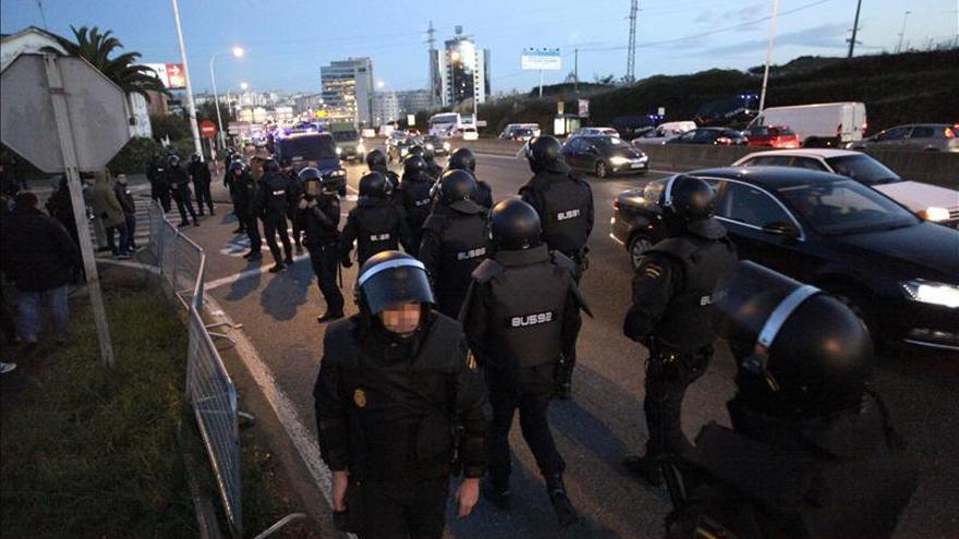 Carga policial en Elviña (A Coruña) ante el intento de impedir un desalojo