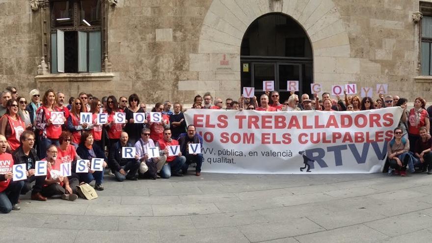 Imagen de una protesta de los trabajadores de RTVV ante el Palau de la Generalitat
