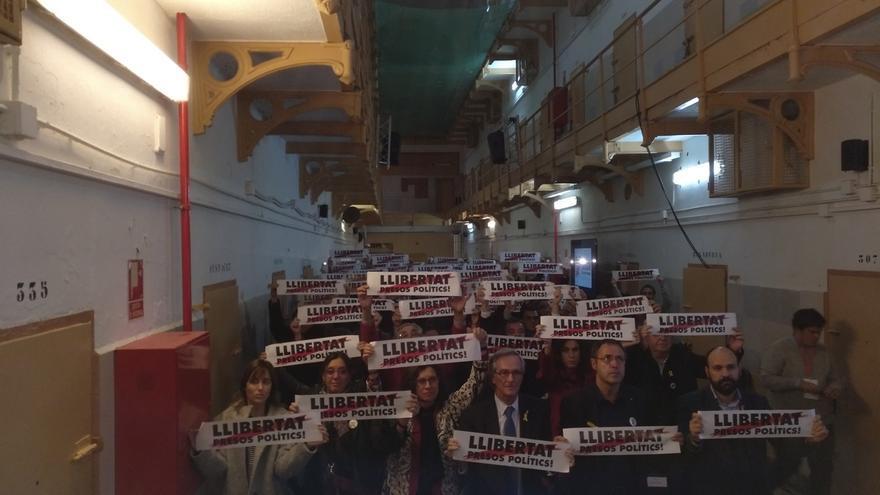 """ANC y Òmnium dicen que """"vuelve a haber presos políticos"""" 42 años después de la muerte de Franco"""