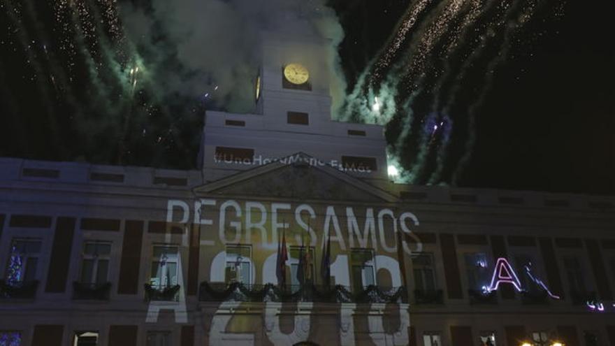 Campanadas de Fin de Año con el horario canario en la Puerta del Sol.