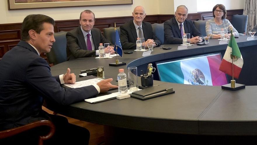 El presidente de México y el portavoz del PP en la Eurocámara defienden una solución pacífica en Venezuela