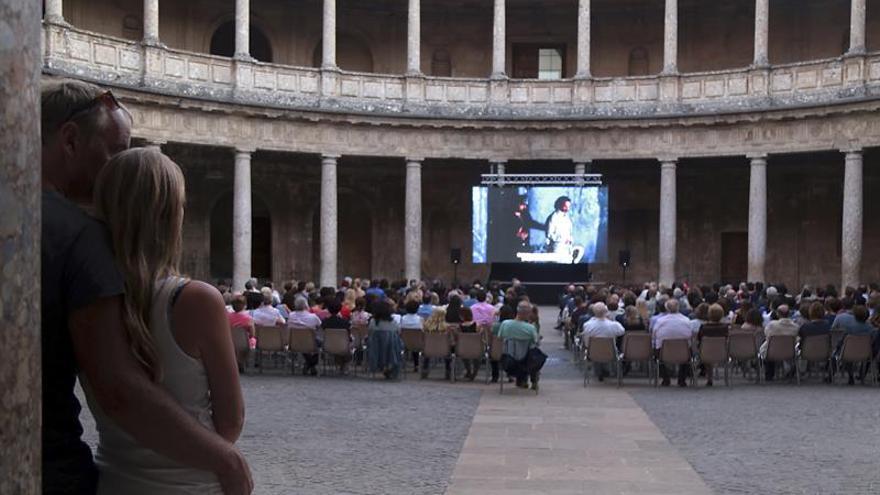 Más de 2.000 vallisoletanos reciben en su plaza a Otello de la mano del Real