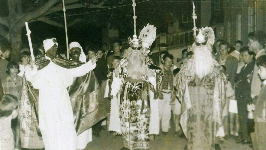 Imagen histórica de la representación de los Reyes Magos de Garafía del archivo de Antonio Candelario.
