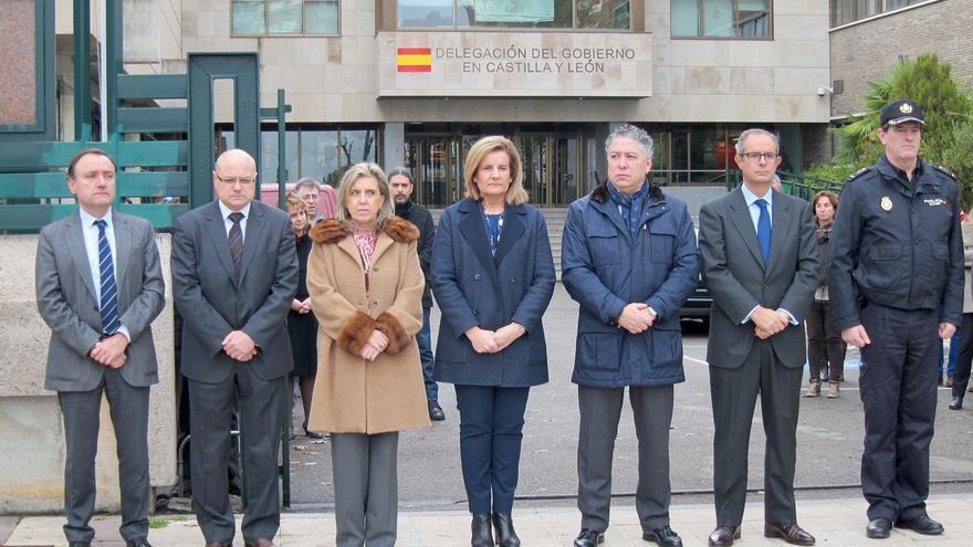 Báñez traslada su afecto a familiares y compañeros de los agentes y destaca la unidad de demócratas frente al terrorismo