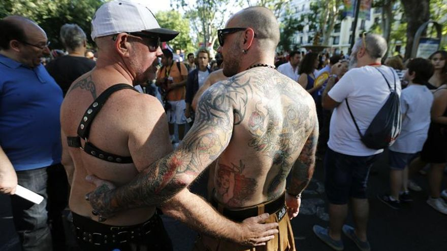 Carmena recibe a la marcha del Orgullo Gay, que pide más leyes por la igualdad