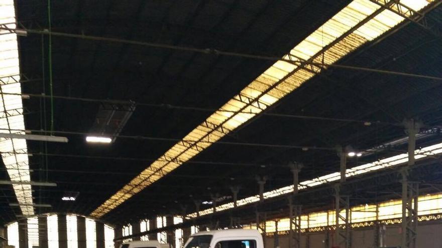 Dos grúas en un depósito de València