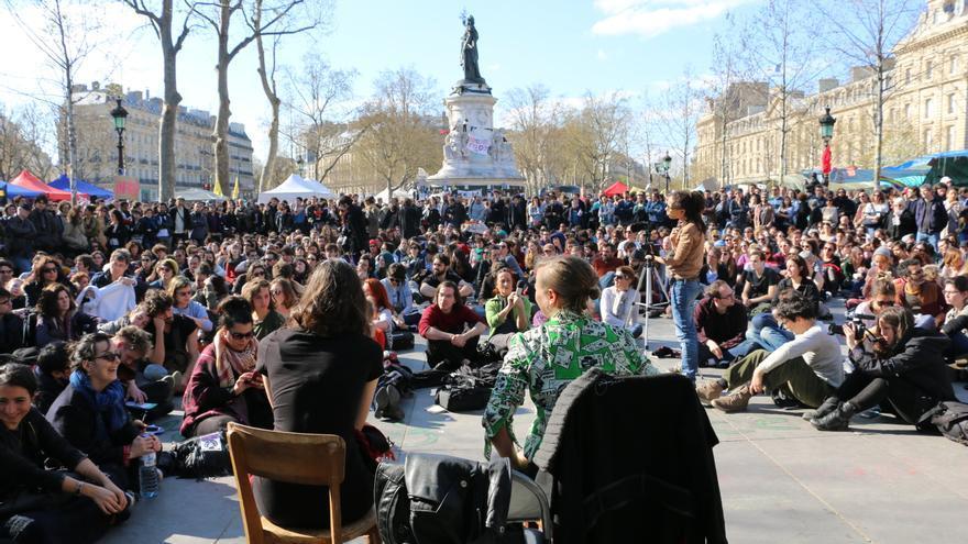 Hélène, antropóloga, y Milena, socióloga, son feministas y profesoras de universidad y el domingo 10 de abril animaron una asamblea temática en République, París.
