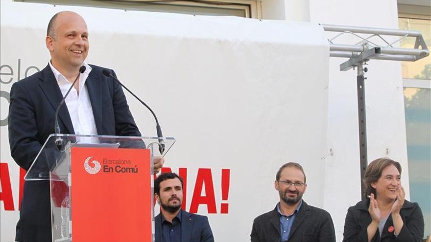 """Alberto Garzón augura que BComú le """"quitará la alcaldía a la derecha"""" en Barcelona"""