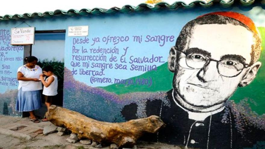 Mural de Romero en las calles de San Salvador