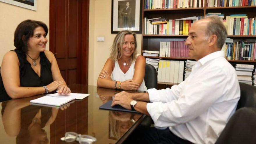 Reunión de las concejalas con el rector de Loyola Andalucía.