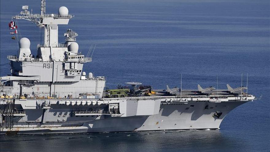 El portaaviones francés Charles de Gaulle zarpa al Mediterráneo oriental