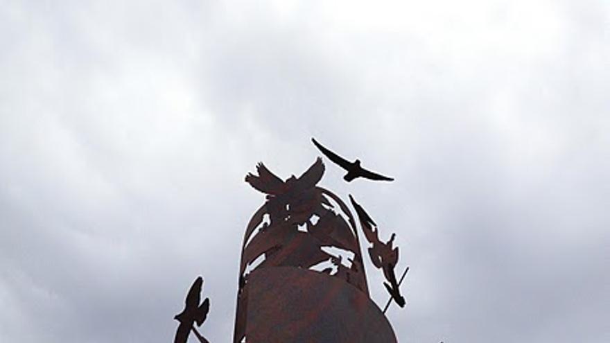 Monumento de Fuentes de Andalucía en memoria de las 'niñas' de El Aguaucho.