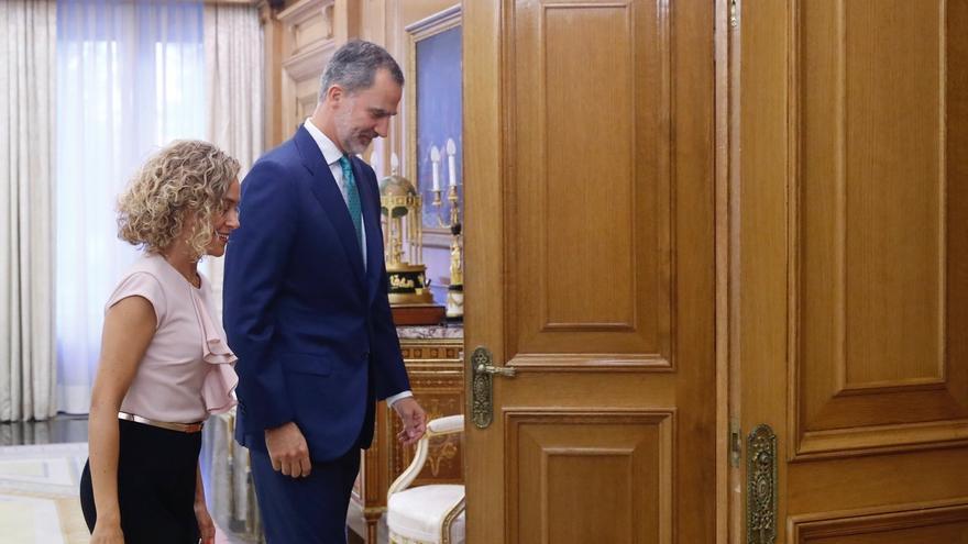 """El Rey y Batet comparten la necesidad de que se pueda constituir un Gobierno """"estable"""" para los próximos cuatro años"""