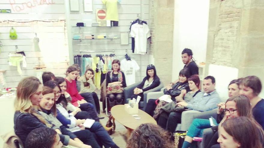 Una de las reuniones de varios de los diseñadores que venden sus productos en Coshop. / Capipota
