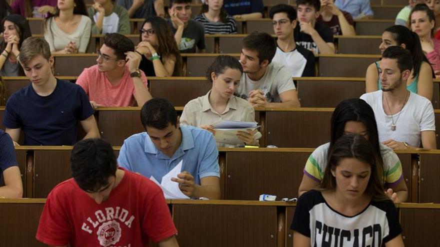 Las universidades públicas pierden 32.000 alumnos de grado en el último curso
