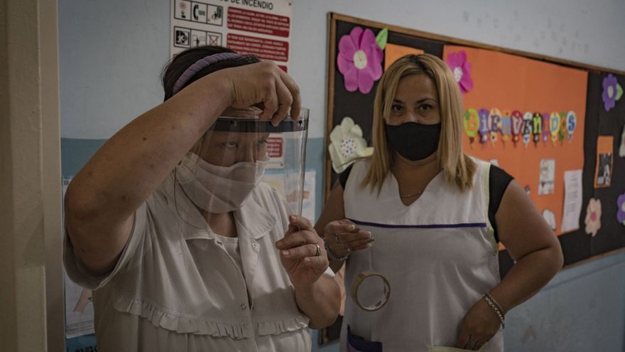 El miércoles comienza la vacunación de personal docente en CABA