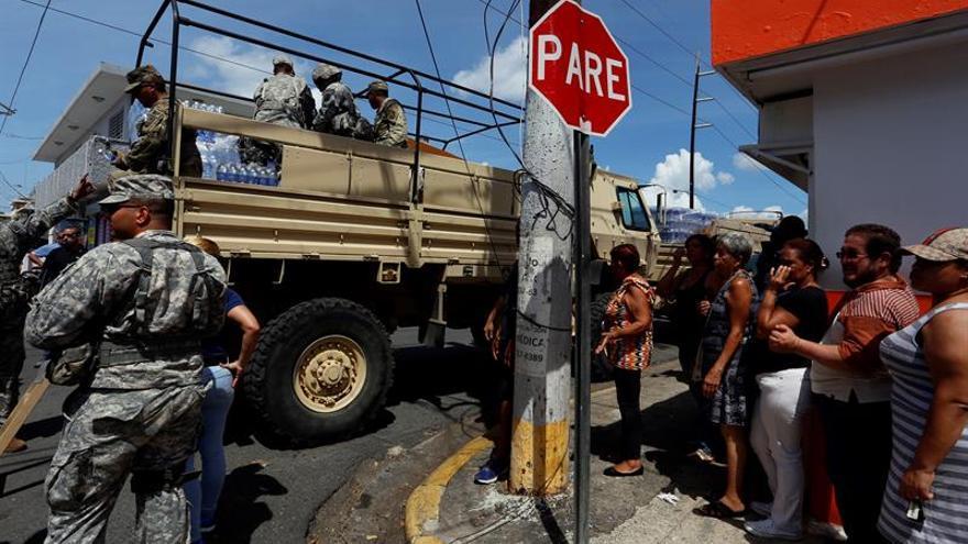 Suben a 16 los muertos en P.Rico por el paso de María y siguen los problemas aéreos