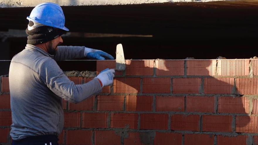El Plan de trabajo digno convierte 273.000 contratos temporales en indefinidos