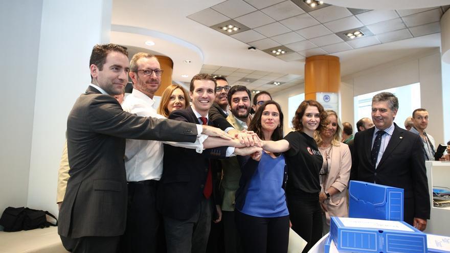 El exconsejero de Sanidad de Cospedal acompaña a Pablo Casado a presentar sus avales