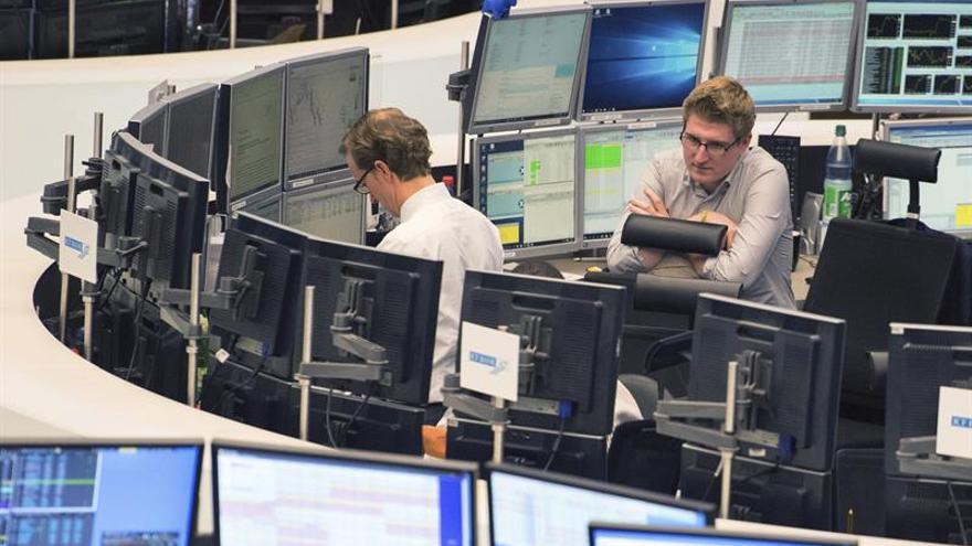El euro sube hasta los 1,0740 dólares en Fráncfort