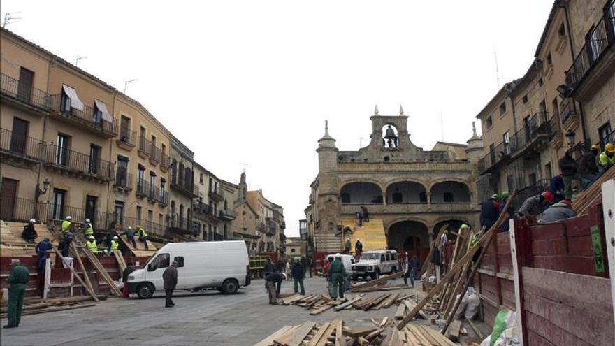 El Carnaval del Toro levanta su coso en Ciudad Rodrigo a base puntas y tablas