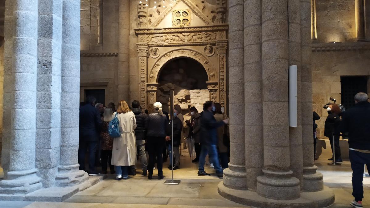Un grupo de diputados del PP en el Parlamento de Galicia visitan el Pórtico da Gloria