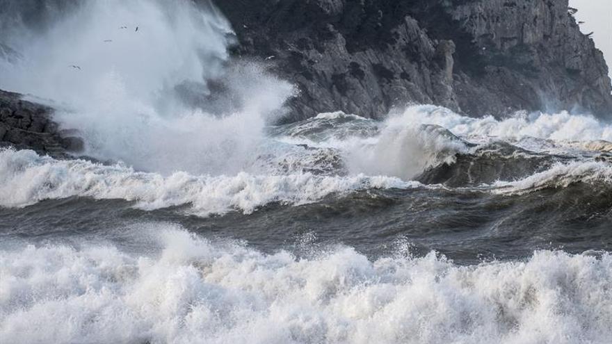 El temporal marítimo pone 15 provincias en alerta por oleaje y fuerte viento