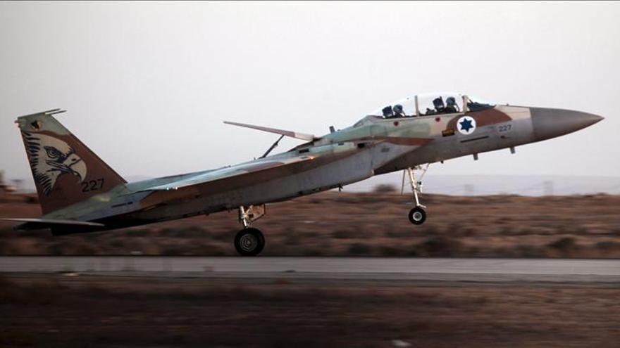 Israel bombardea instalación militar en un suburbio de Damasco