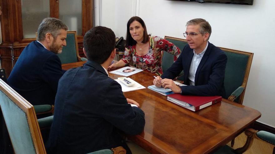 Reunión entre el PP y Ciudadanos en el Ayuntamiento de Santander. | LARO GARCÍA
