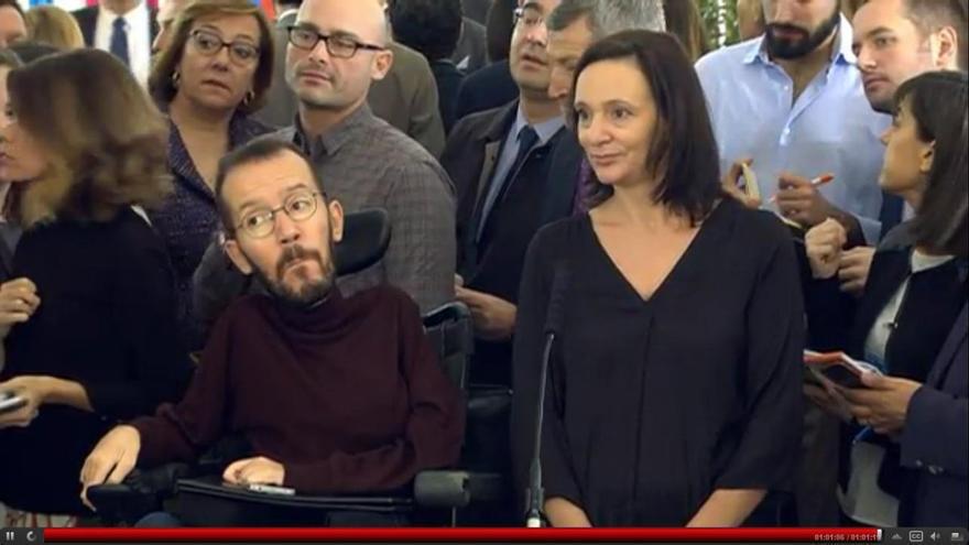 Los dirigentes de Podemos Pablo Echenique y Carolina Bescansa en los actos de la Constitución en el Congreso.