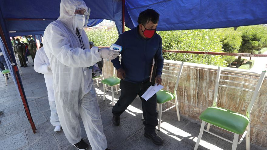 Los casos de covid en Bolivia bajaron 23 % en la última semana, según el Gobierno