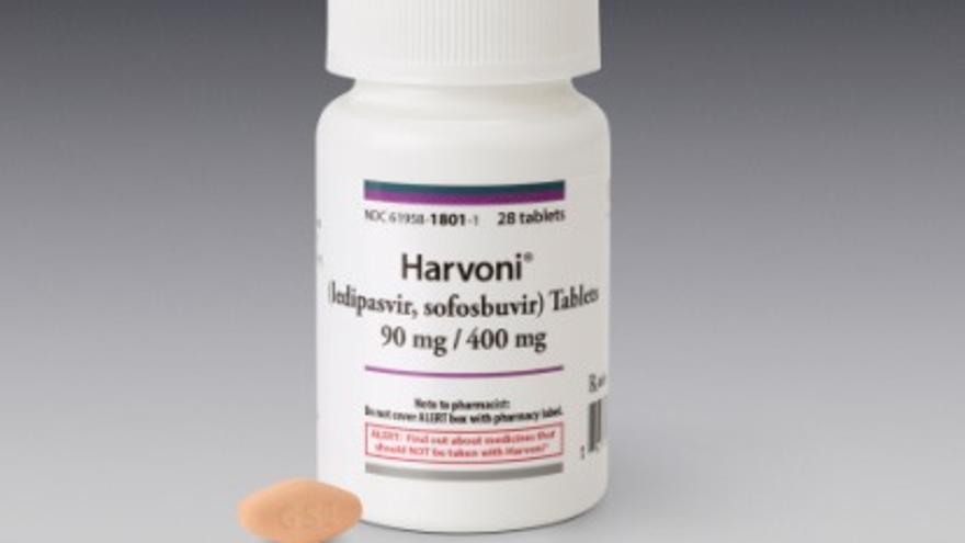 El Harvoni combina dos principios activos novedosos contra la hepatitis C.