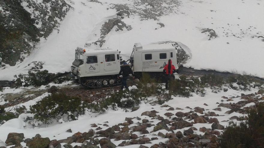 Imagen de un camión oruga, capaz de transportar 20 personas en cada viaje. | Extreme San Glorio