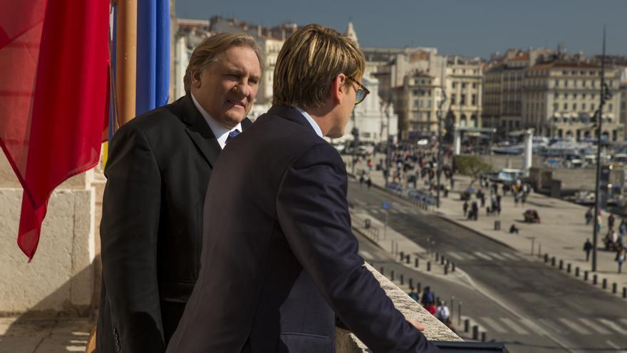 Gérard Depardieu interpreta al alcalde de Marsella Robert Taro y Benoît Magimel a su hijo político Lucas Barrès.