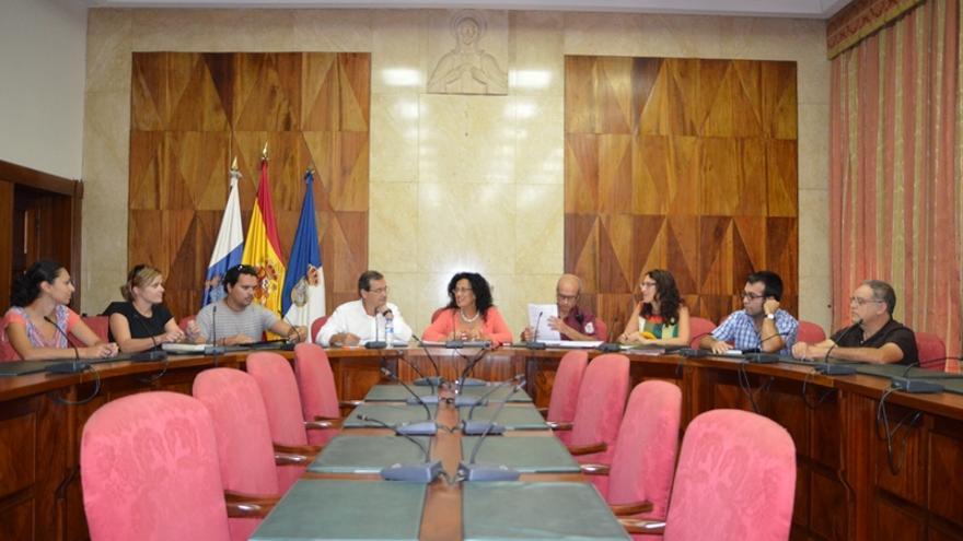 En la imagen, reunión celebrada en el Cabildo para mejorar la gestión de los residuos fitosanitarios.