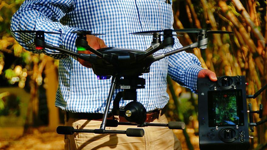 El dron de David, con seis rotores y tren retráctil