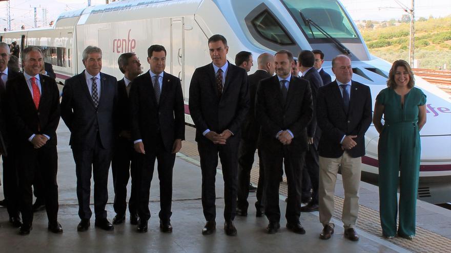 Pedro Sánchez preside la comitiva en la que ha estado ausente el alcalde de Granada