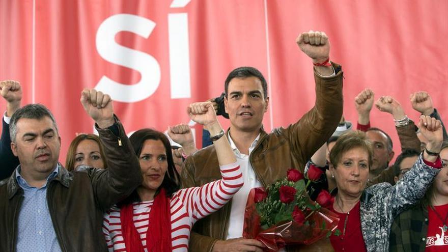 """Sánchez llama a optar entre el PSOE """"de la abstención"""" o uno """"de izquierdas"""""""