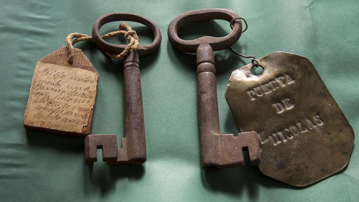 Las llaves de la muralla de Pamplona encontradas por los Traperos de Emaús