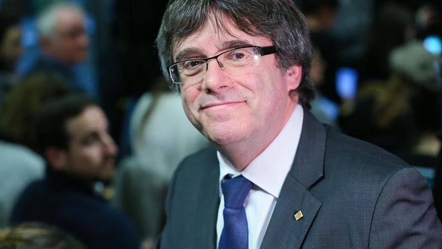 Puigdemont pacta con Rovira el apoyo a su investidura y la Mesa del Parlament