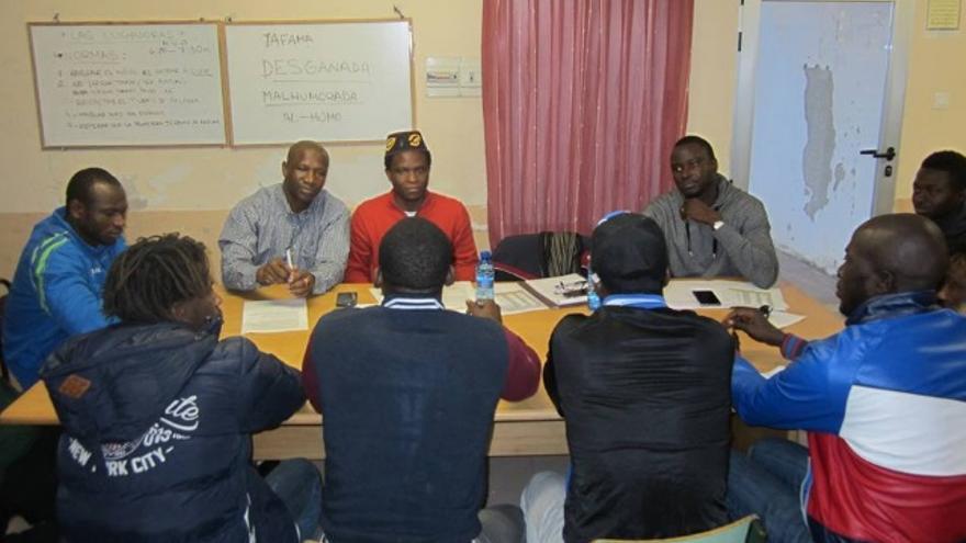 Los hombres también participan en las reuniones de empoderamiento contra la mutilación genital femenina
