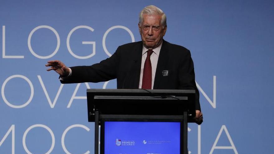 """Cincuenta años después, Vargas Llosa cree que Perú """"se está desjodiendo"""""""